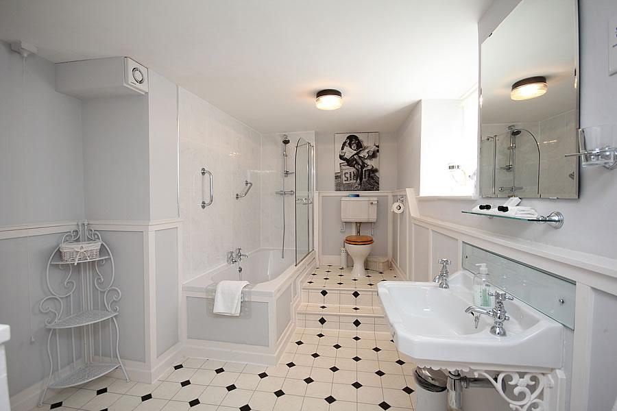 Bed and Breakfast Bathroom Room 1